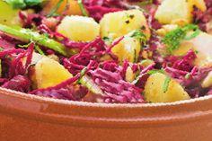 Salată sățioasă Potato Salad, Cabbage, Potatoes, Vegetables, Ethnic Recipes, Food, Potato, Essen, Cabbages