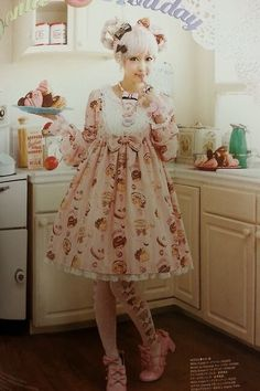 magicalsundae:  This is such an adorable Angelic Pretty dress!