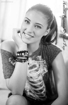 Girl you make me smile Very Beautiful Woman, Beautiful Smile, Romanian Women, Vogue, Hot Brunette, Girl Next Door, Pure Beauty, Famous Women, Cute Girls
