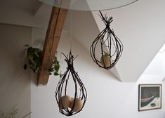 Závěsná velikonoční dekorace - DIY projekty Diy Home Accessories, Plant Hanger, Diy And Crafts, Diy Projects, Handmade, Home Decor, Easter, Hand Made, Decoration Home