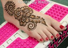 In this post we will discuss beautiful Eid mehndi designs 2012 for feet. These mehndi designs for feet are very beautiful and elegant. Henna Hand Designs, Eid Mehndi Designs, Simple Arabic Mehndi Designs, Legs Mehndi Design, Mehndi Simple, Beautiful Mehndi Design, Latest Mehndi Designs, Mehndi Designs For Hands, Henna Tattoo Designs