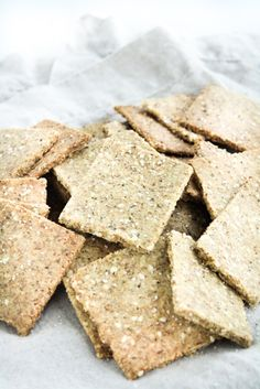 Low-Carb Crackers: Low-carb, keto, paleo, dairy-free, gluten-free, grain-free, vegetarian, and refined-sugar-free; 2.3g net carbs per serving! #lowcarb #keto #glutenfree #grainfree #paleo #lowcarbsnack #ketosnack #paleosnack #lowcarbcrackers #vegetarian #dairyfreeketo