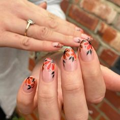 Flower Nail Designs, Flower Nail Art, Short Nail Designs, Fall Nail Designs, Fall Gel Nails, Autumn Nails, Get Nails, Short Oval Nails, Cute Almond Nails