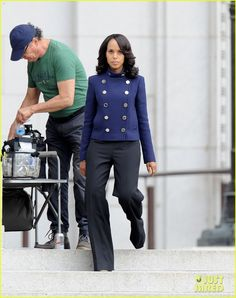 Kerry Washington looks super fierce in two different outfits while filming scenes for Scandal on Tuesday (March 17) in downtown Los Angeles.