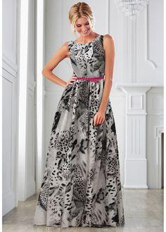 Veja agora:Para causar sensação em qualquer festa! Vestido deslumbrante, com decote V profundo nas costas e cinto estreito decorativo. Com forro a partir da cintura e modelagem evasé.