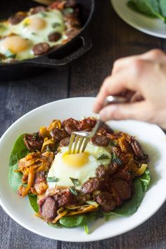 Sausage Pizza Sweet Potato Breakfast Hash that& easy to make and great for weekend brunch or weeknight dinner alike. Paleo and friendly. Sweet Potato Breakfast Hash, Paleo Breakfast Casserole, Homemade Breakfast Sausage, Sweet Potato Waffles, Paleo Sweet Potato, Whole 30 Breakfast, Breakfast Potatoes, Breakfast Recipes, Recipes