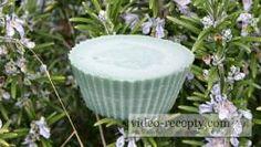 Domácí olivové mýdlo z rostlinných olejů Home Made Soap, Ale, Coconut, Homemade, Outdoor Decor, Plants, Homemade Dish Soap, Ales, Hand Made