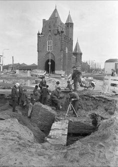 De Lange Herenvest in de jaren 70. Op de achtergrond de Amsterdamse poort