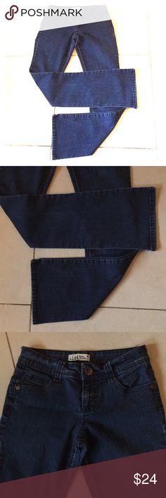 "L.E.I Ashley Trouble Jeans Size 1 JR Sexy style jeans Flare Ashley Trouble"" by L.E.I.   Like new  EUC.  Waist:  27 1/2"". Inseam:  7 1/2"". Inseam:  31"" L.E.I. Jeans Flare & Wide Leg"