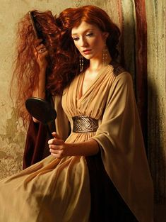 Once upon in a Fairytale - Pre-raphaelite inspiration. Nicola Roberts by Sven Arnstein for OK! Fantasia Marilyn Monroe, Conquest Of Mythodea, Images Esthétiques, Nicola Roberts, Foto Fashion, Pre Raphaelite, Ginger Hair, Looks Cool, Redheads