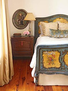 Use period-style furnishings, soothing hues, and fabulous flourishes to fashion tres chic bedrooms that boast a decidedly country French air. Antique Bedroom Furniture, Country Furniture, Vintage Furniture, Antique Bedrooms, Painted Furniture, Victorian Bedroom, Timber Furniture, Lounge Furniture, Farmhouse Furniture