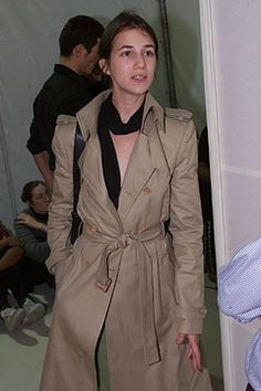 SINSA (= GENTLEMEN) : Charlotte Lucy Gainsbourg (Lady)