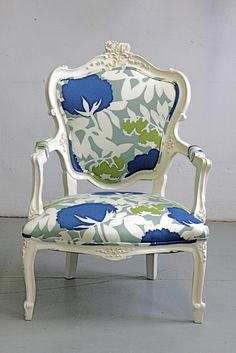 Inspiration for a vanity chair? Re-upholstery and paint can go a long home design design design Funky Furniture, Furniture Makeover, Painted Furniture, Furniture Design, Chair Makeover, Painted Chairs, Love Chair, Chaise Vintage, Upholstered Furniture
