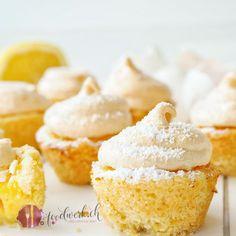 Diese kleinen Zitronen Törtchen sind der Hit. Ob beim Brunch, Kaffeklatsch oder auf einer Dessertvariation, sie machen immer eine gute Figur.