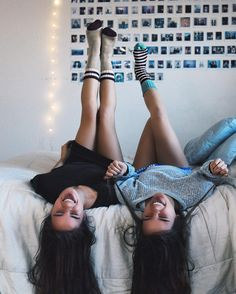 best friends in room; Bff Pics, Photos Bff, Sister Photos, Cute Photos, Best Friend Pictures, Bff Pictures, Friend Photos, Friendship Pictures, Print Pictures