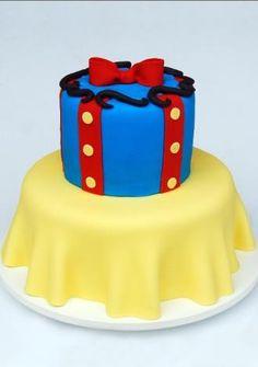 Mesmo se não fosse mencionado o nome da personagem, alguém teria alguma dúvida de que o tema desse bolo é a Branca de Neve? A criação de Nika Linden (www.nikalinden.com.br) reproduz com fidelidade o vestido da personagem.