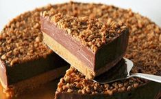 Nutella Cheesecake - No-bake Nutella Cheesecake. The creamiest, richest, loaded cheesecake with Nutella and toasted hazelnuts. No Bake Desserts, Just Desserts, Delicious Desserts, Dessert Recipes, Yummy Food, Sweet Desserts, Brze Torte, Kolaci I Torte, No Bake Nutella Cheesecake