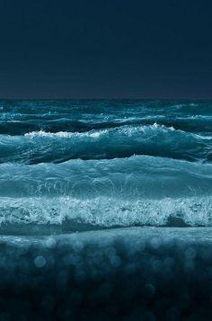 Sea Photography To Bring You Closer To The Wondrous World Of.- Sea Photography To Bring You Closer To The Wondrous World Of Oceans – Bored Art Sea And Ocean, Ocean Beach, Ocean Waves, Ocean Deep, Stürmische See, Photo Ocean, Ocean At Night, Night Sea, Beach At Night