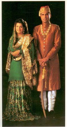 Gharara: Royal couple of Rampur. Mehendi Outfits, Pakistani Outfits, Indian Outfits, Royal Fashion, Indian Fashion, Retro Fashion, Stylish Dress Designs, Vintage India, Desi Wear