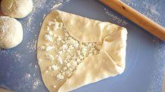 Τηγανόψωμα Greek Cheese Pie, Cheese Pies, Greek Cooking, Greek Recipes, Geo, Fries, Ethnic Recipes, Recipes, Cheesecake Tarts