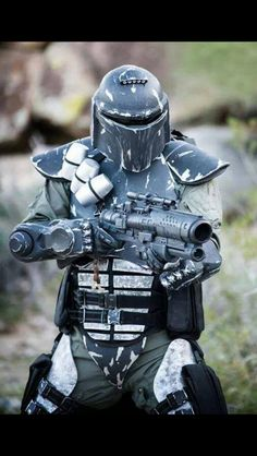 One of my favorite Mandalorian Mercs - Star Wars Mandalorian - Ideas of Star Wars Mandalorian - One of my favorite Mandalorian Mercs Mandolorian Armor, Chasseur De Primes, Mandalorian Cosplay, Cyberpunk, Star Wars Bounty Hunter, Star Wars Design, Star Wars Concept Art, Star Wars Rpg, Star Wars Costumes