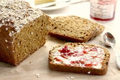 Brown soda bread is a moist oatmeal quick bread sweetened with molasses. This is a very close cousin of a classic Irish soda bread. Brown Soda Bread Recipe, Cinnamon Bun Recipe, Irish Soda Bread Recipe, Molasses Bread, Irish Bread, Baking Buns, Bread Baking, No Yeast Dinner Rolls, No Yeast Bread