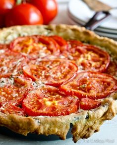 Goat Cheese and Tomato Tart with Rosemary and Mascarpone SAVE FOR LATER! This Goat Cheese and Tomato Tart with Rosemary and Mascarpone is an easy to make recipe that should be on everyone's summer menu. Quiche Vegan, Great Recipes, Favorite Recipes, Tomato Pie, Tomato Tart Recipe, Tomatoe Tart, Tomato Quiche, Frittata, Cheese Tarts