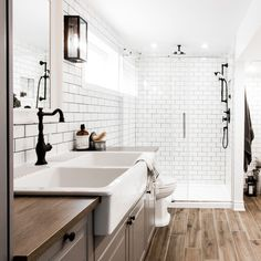 Patenaude project reveal - VALÉRIE DE L'ÉTOILE INTERIOR DESIGNER Double Vanity, Master Bathroom, Sink, Bathtub, Black And White, Home Decor, Bathroom Ideas, Designer, Farmhouse