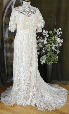 Circa 1900 Edwardian Irish Crochet Lace Bridal Wedding Dress/unbelievable must have taken a year to complete Vintage Gowns, Vintage Bridal, Vintage Lace, Antique Lace, Vintage Clothing, Bridal Wedding Dresses, Bridal Lace, Lace Wedding, Vintage Weddingdress