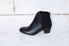 suede and veg.leatherInside zipper Tunit sole Wooden heel 5 cmFor WomenNINA fitting is a little smaller than accurate as the toe shape is round. Black Heels Low, Black Boots, Vegan Fashion, Slow Fashion, Fast Fashion, Leather Men, Leather Boots, Leather Jackets, Vegan Boots
