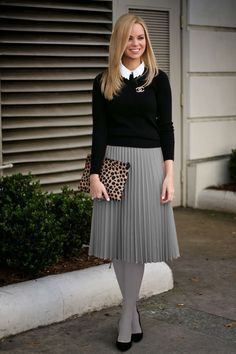 Looking so pretty wearing her nice pleated skirt as part of her nice, feminine, and proper attire Pleated Skirt Outfit, Long Skirt Outfits, Dress Skirt, Pleated Skirts, Pantyhose Outfits, Tights Outfit, Proper Attire, Grey Tights, Classic Skirts