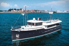 Livingstone is a classic styled motor yacht by the Hartman Yachts from the Netherlands. Livingstone is the showcase project for Hartman Yachts. Riva Boat, Yacht Boat, Big Yachts, Luxury Yachts, Yacht Design, Boat Design, Livingstone, Canal Barge, Explorer Yacht