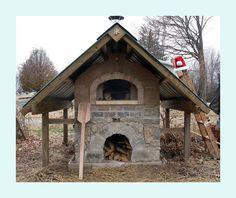 Un four à cuisson extérieur... Miam! Vive le pain et les pizzas maisons!: