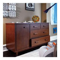 Oak Park elementary dresser to go with bed from LON.  Metal drawer glides.  $749.