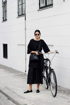 2017 Capsule Mood Board Minimalist MappCraft MappCraft Fall 2017 Minimalist Mood Board minimalist style tomboy style how to style sneakers simple chic fashion over 40 m. Tomboy Stil, Minimal Fashion, Minimal Chic, Minimal Classic, Classic Fashion, Look 2018, Quoi Porter, Monochrome Outfit, Cycle Chic