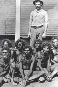 """""""Hasta mediados de los años 60, los aborígenes australianos estaban bajo la Ley de flora y fauna, lo que les clasifica como animales, seres no humanos. Esto también significa que matar a un australiano indígena significaba que no estaban matando a un ser humano, sino un animal."""