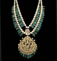 India Jewelry, Gems Jewelry, Bridal Jewelry, Jewelery, Beaded Jewelry Designs, Uncut Diamond, Pendant Design, Gold Set, Antique Jewelry