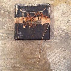今年2月に展示した作品より。絵の具を一滴も使ってないアブストラクト。あまのじゃく。他人と同じことをするのが嫌い。  No paint, No draw.  #abstract #art #work #vanitas #vintage #shabby #simple #minimal #rusty #zen