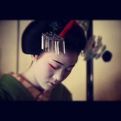 Maiko Tomitaé, aprendiz de geisha en Kyoto. www.mochilerostv.com