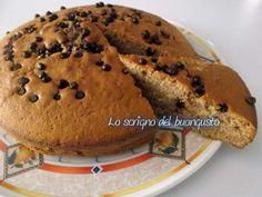 TORTA CON GOCCE DI CIOCCOLATO E CANNELLA                                                                     CLICCA QUI PER LA RICETTA http://loscrignodelbuongusto.altervista.org/torta-gocce-cioccolato-cannella/                             #cioccolato #cannella #ricette #merenda #colazione #Buongiorno #Food