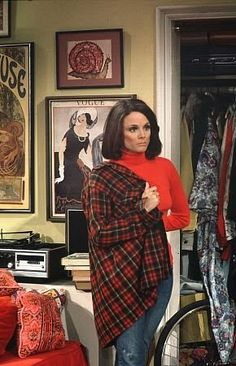 Valerie Harper as Rhoda in her NYC apartment - View from the Birdhouse: My 10 All Time Favorite TV Shows