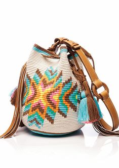 Möchi is here! Tapestry Crochet Patterns, Crochet Tunic Pattern, Crochet Handbags, Crochet Purses, Wiggly Crochet, Mochila Crochet, Ethnic Bag, Tapestry Bag, Knitted Bags