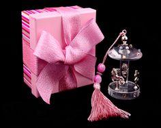 A wonderful crystal carousel favour box!£3.11