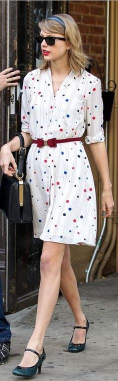 Taylor Swift: Purse – Dolce & Gabbana  Sunglasses – Ray Ban  Dress – Tommy Hilfiger Zooey Deschanel