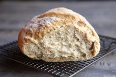 Oatmeal bread in autolysis baked in cocotte Bread with oats Breakfast Platter, Breakfast For Dinner, Breakfast Recipes, Pizza Recipes, Cooking Recipes, Breakfast Pictures, Oatmeal Bread, Vegan Kitchen, Easy Bread
