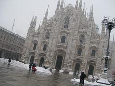 El Duomo de Milán tras la fuerte nevada del 22 de diciembre de 2009. Milán, Italia - DIC 2009.. Fotografía por Walter Avila..