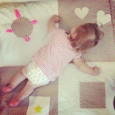 tapis d'éveil pour bébé DIY, couture facile, tuto sur les Vies d'Amélie