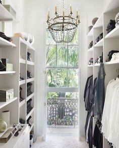 Good morning! Thank you to all of you who made it over to decorgolddesigns.com for the post about making your closet clean AND beautiful! I love hearing your stories and it's interesting how many of you are following Marie Kondo's techniques! If you haven't made it over to Decor Gold Designs yet, you can link through here ➡ @decorgold  I'm sharing another gorgeous closet this morning, this one from @archdigest.