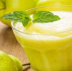 Smoothie mit Apfel und Birne
