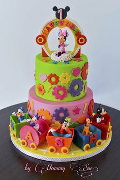Minnie Mouse Clubhouse - by JASCakebyMommySue @ CakesDecor.com - cake decorating website